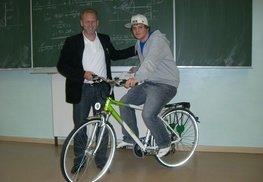 Harald Scherz - hilft Handelsakademiker in den Sattel
